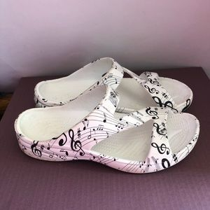 Dawgs sandals Size 9 music notes print Women's
